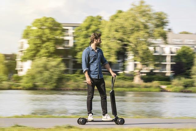 Audi e-tron Scooter - w czasie jazdy
